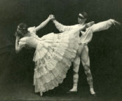 Le Carnaval (Fokine/Woizikovsky, 1930): Prudence Hyman as Colombine, Walter Gore as Harlequin, Mercury Theatre. Photographer unknown. RDC/PD/01/35/01