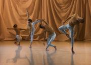 Sounddance (Cunningham, 1975/2012). Photo © Chris Nash.