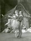 Giselle (Coralli/Perrot/Petipa, 1841/1946): Annette Chappell, John Gilpin, Melbourne, c.1948. Photo © Jean Stewart. RDC/PD/01/138/1001