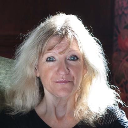 Professor Nicola Clayton (c) Pari Naderi
